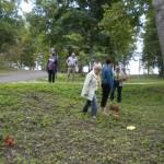 õpetajad diskgolfi mängimas