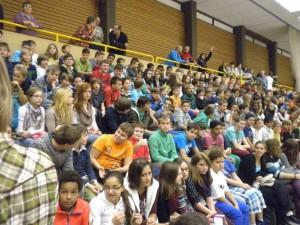 Õpilased Rheinzabern'i koolis olümpiamängude avamisel