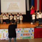 Itaalia lasteaialapsed tervituspeol